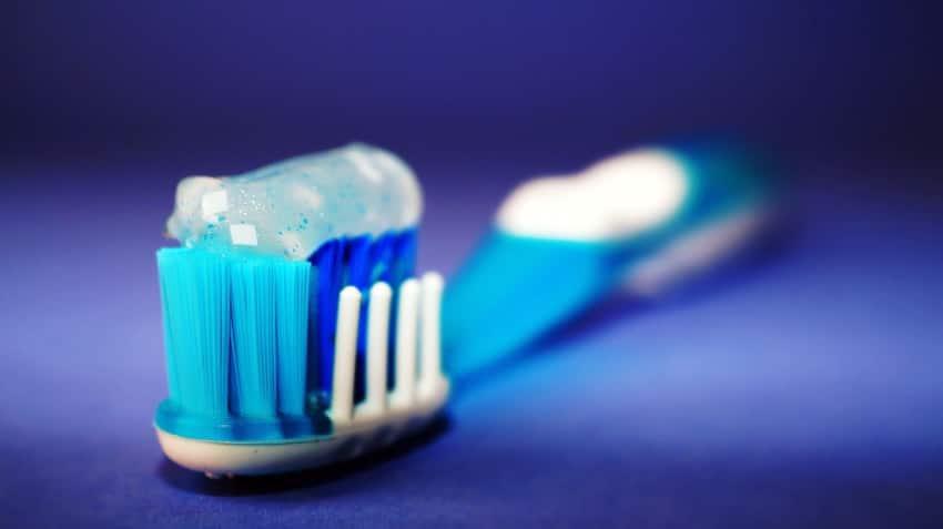 dentifrice sur brosse à dent