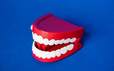 Prothèses Dentaires Fixes ou Amovibles : Guide Complet