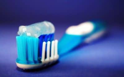 Meilleur Dentifrice Sans Fluor Bio en 2020: Guide et Comparatif