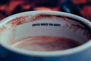 taches de café sur la tasse